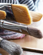 Artists' brush cleaning